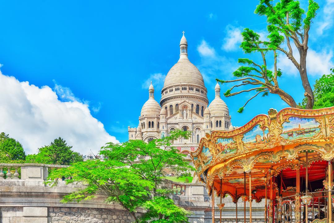 The carousel of Saint Pierre, Paris - Kinto