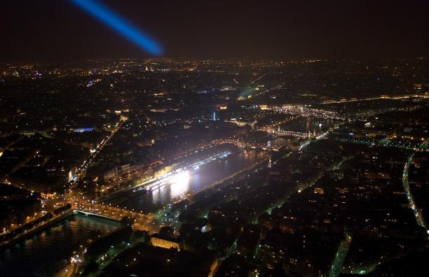 Top of the Eiffel tower, Paris - Kinto